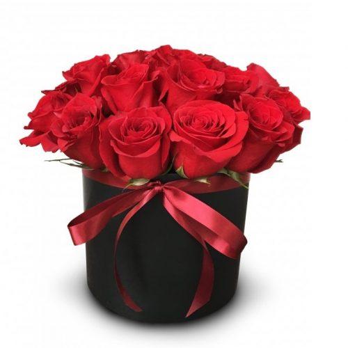 17 красных роз в шляпной коробке